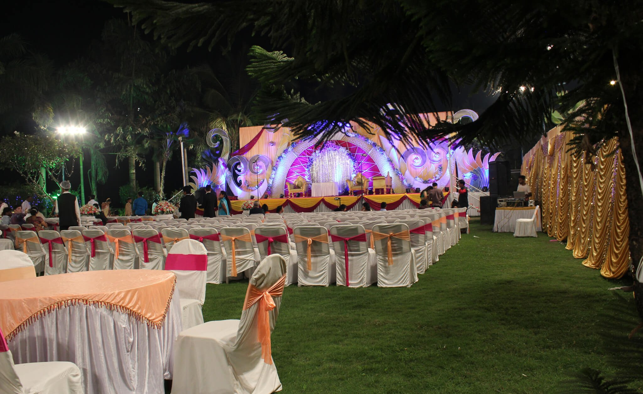 Orchid Lawn stage decoration